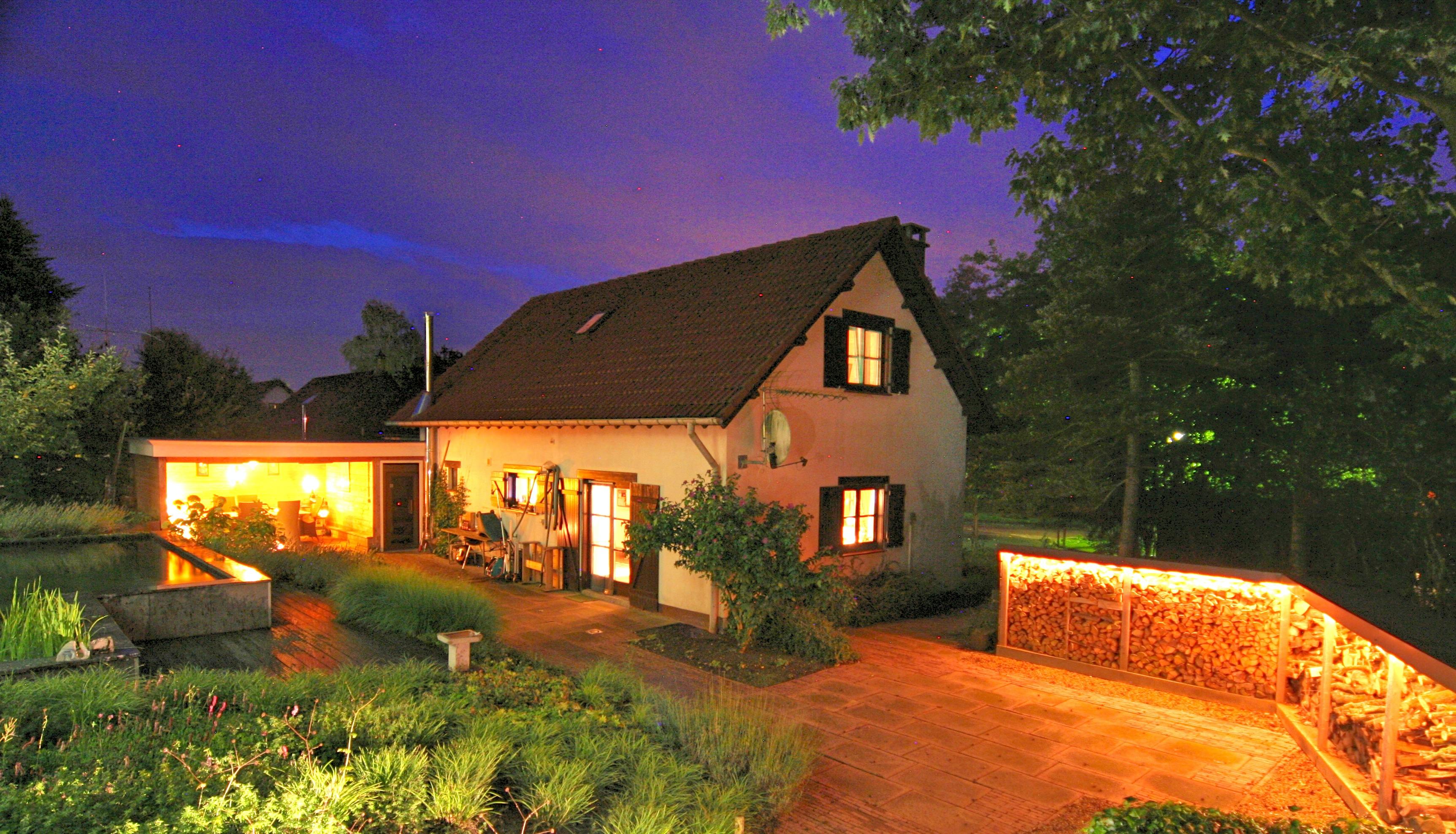 totaal-zicht-huis-avond-verlichting